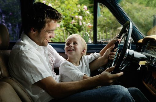 Mantenga seguro a su adolescente detrs de la rueda