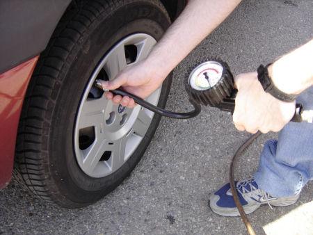 de advertencia del sistema de control de presión de neumáticos (SCPN