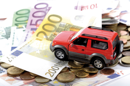 Dinero, y coche