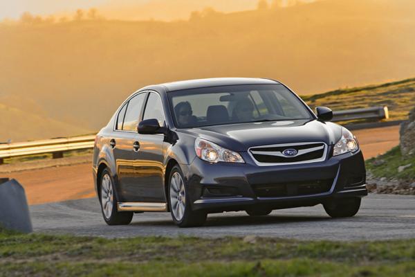 Subaru Legacy lateral en acción