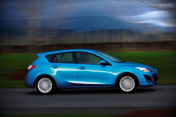 Mazda3 azul acción