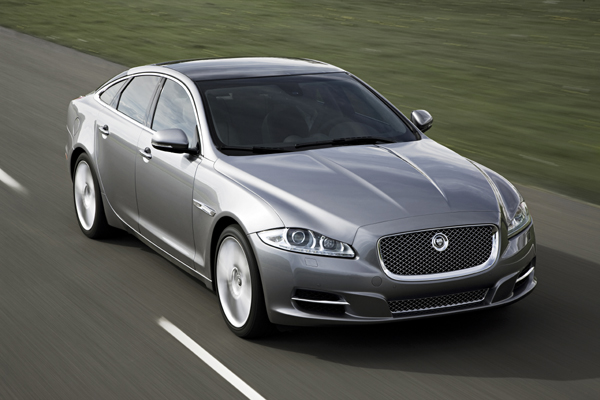 Jaguar XJ gris frontal