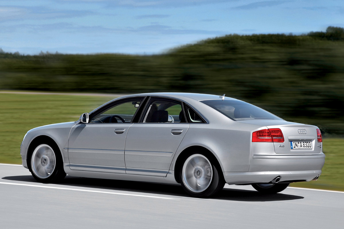 Audi A8 gris lateral