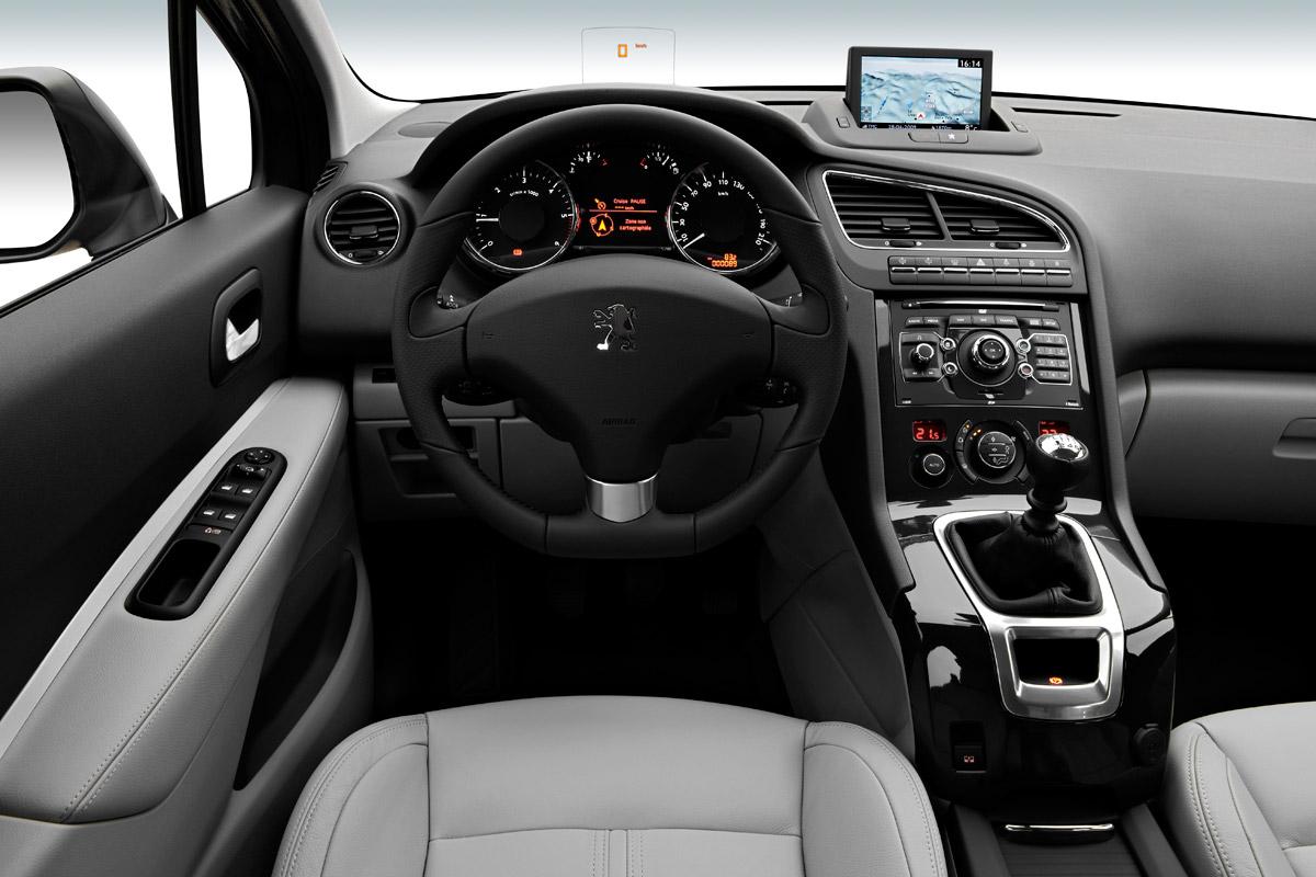Peugeot 5008 puesto de conducción