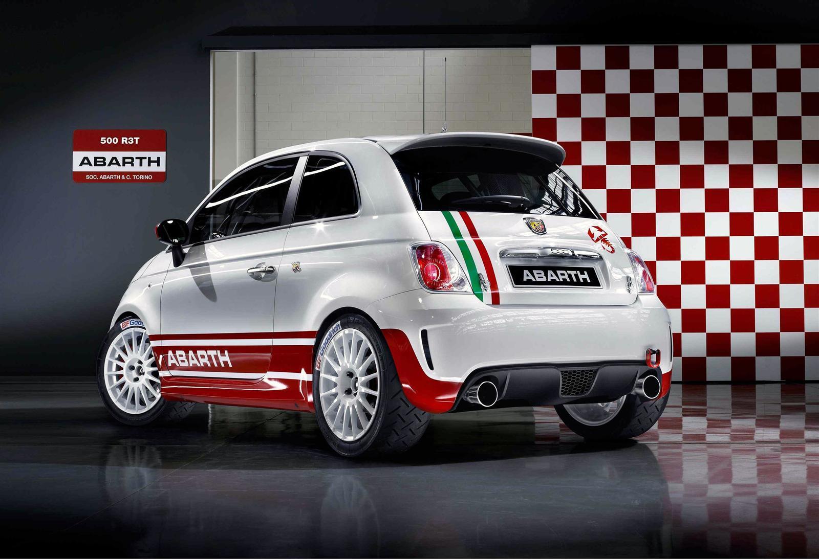 llevarse al volante del inquieto Fiat Abarth 500 R3T Rally Car