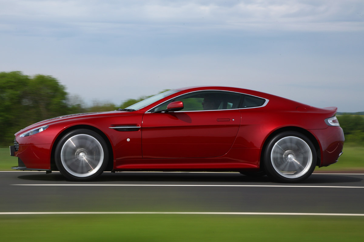 Aston Martin Vantage V12 lateral