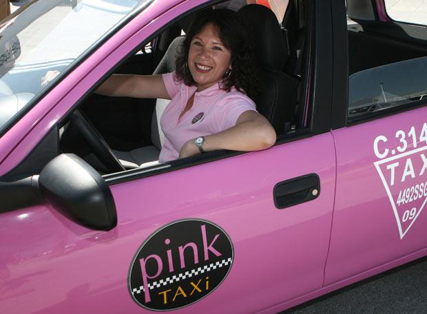 Taxis rosas en México para evitar la violencia