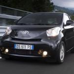 Toyota IQ 2009 vista en movimiento