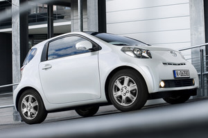 Toyota IQ blanco lateral
