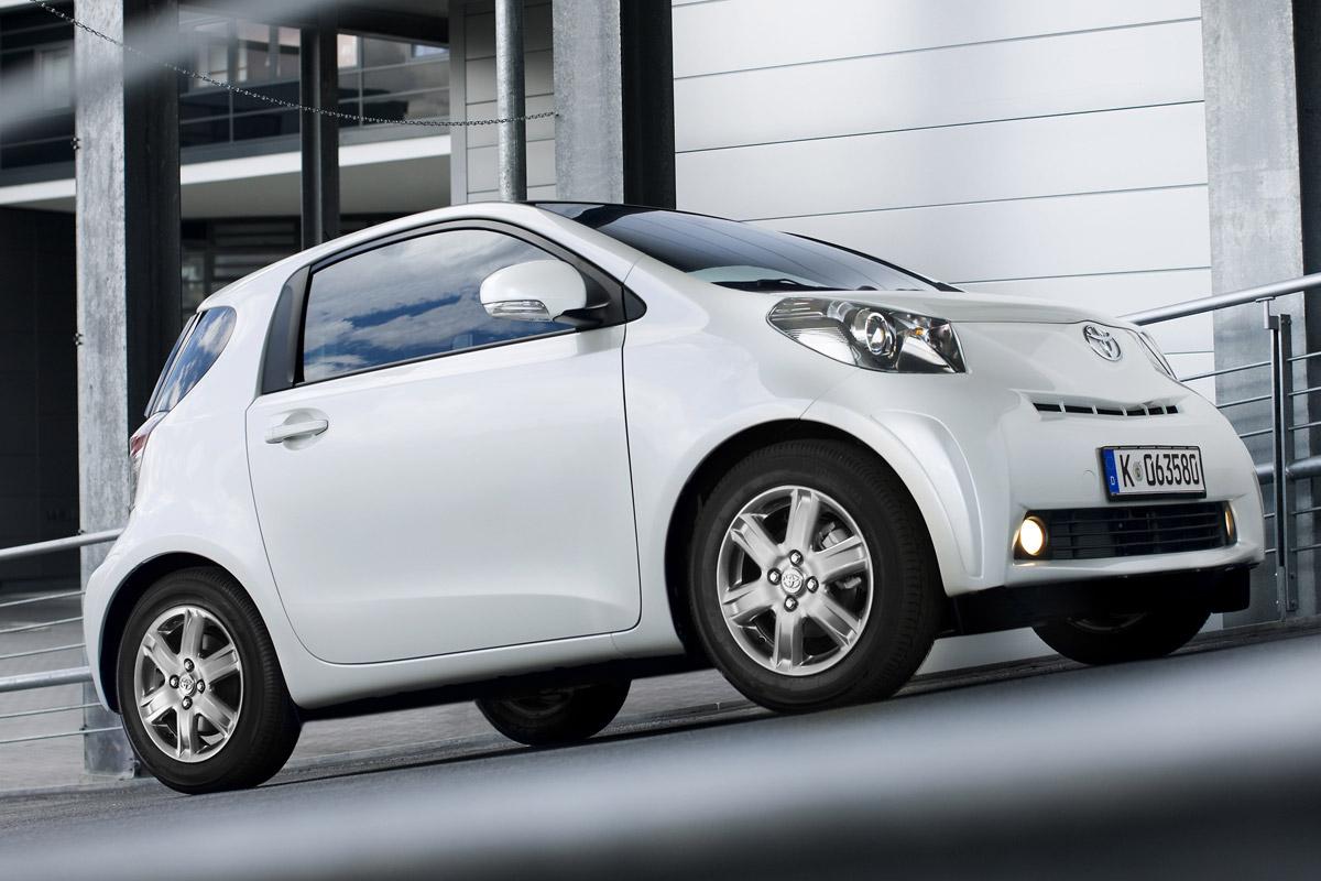 Toyota IQ blanco lateral