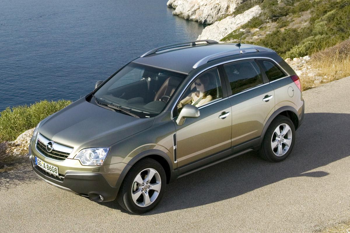 Opel Antara acción