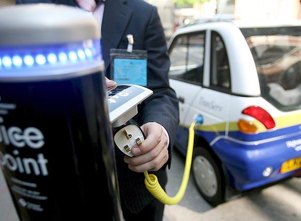 Enchufe recarga gasolinera