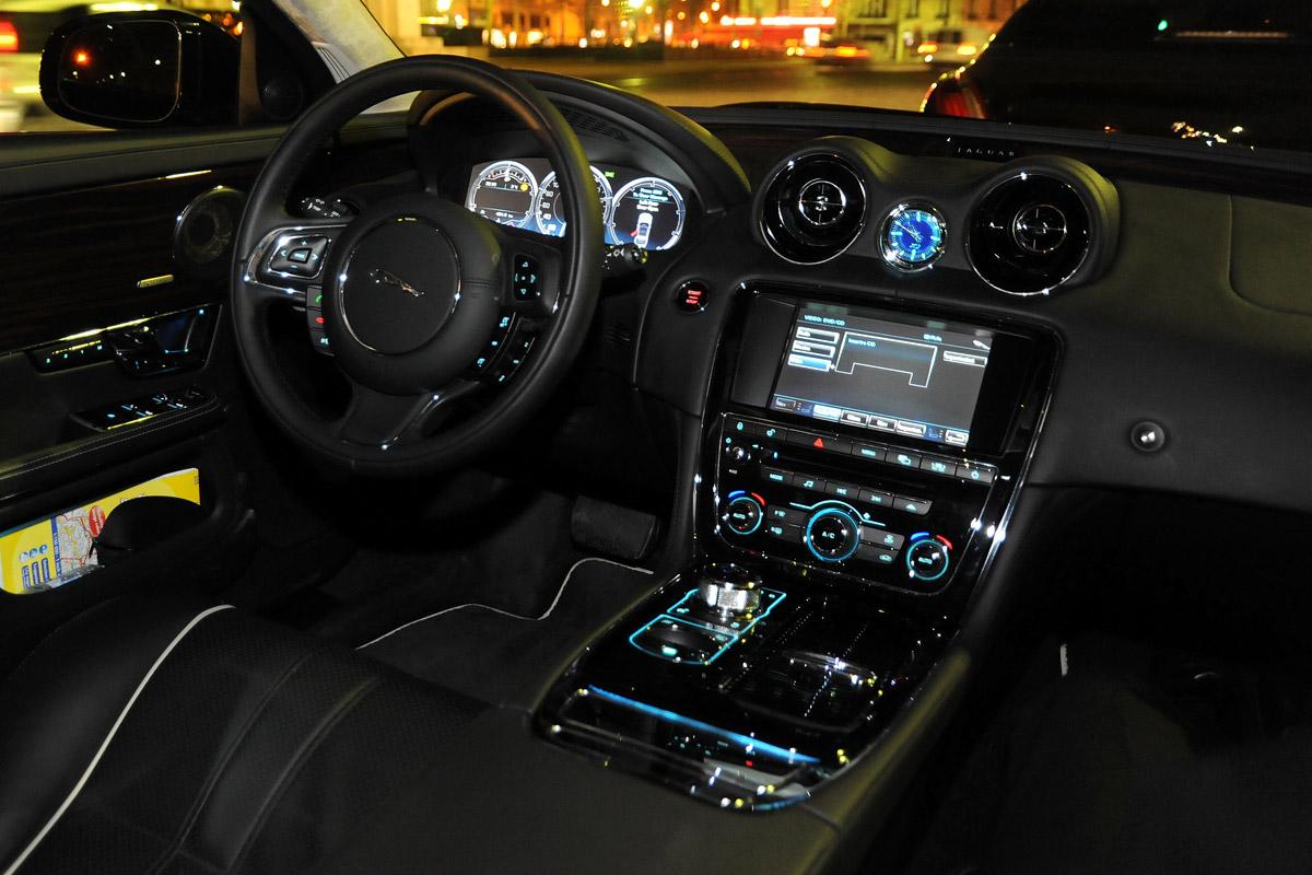 Jaguar XJ 2010 vista del salpicadero