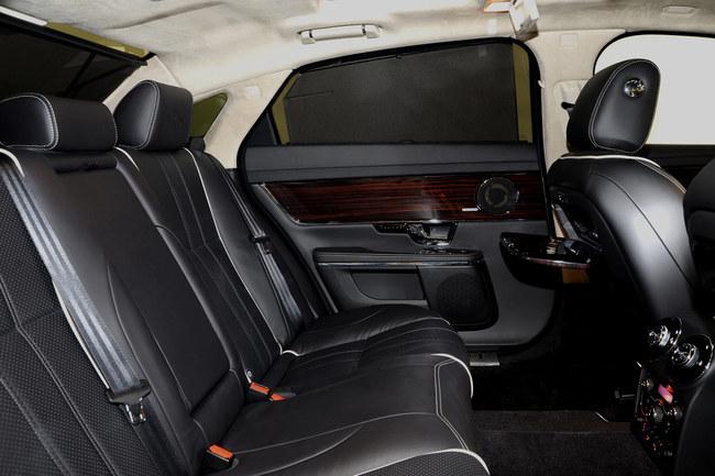 Jaguar XJ 2010 asientos traseros