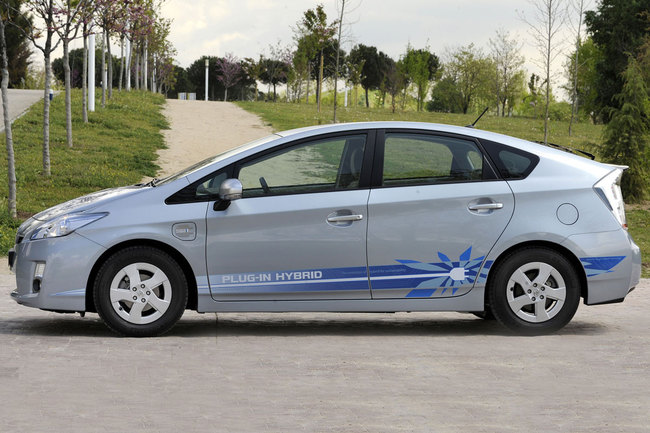 Toyota Prius PHV lateral