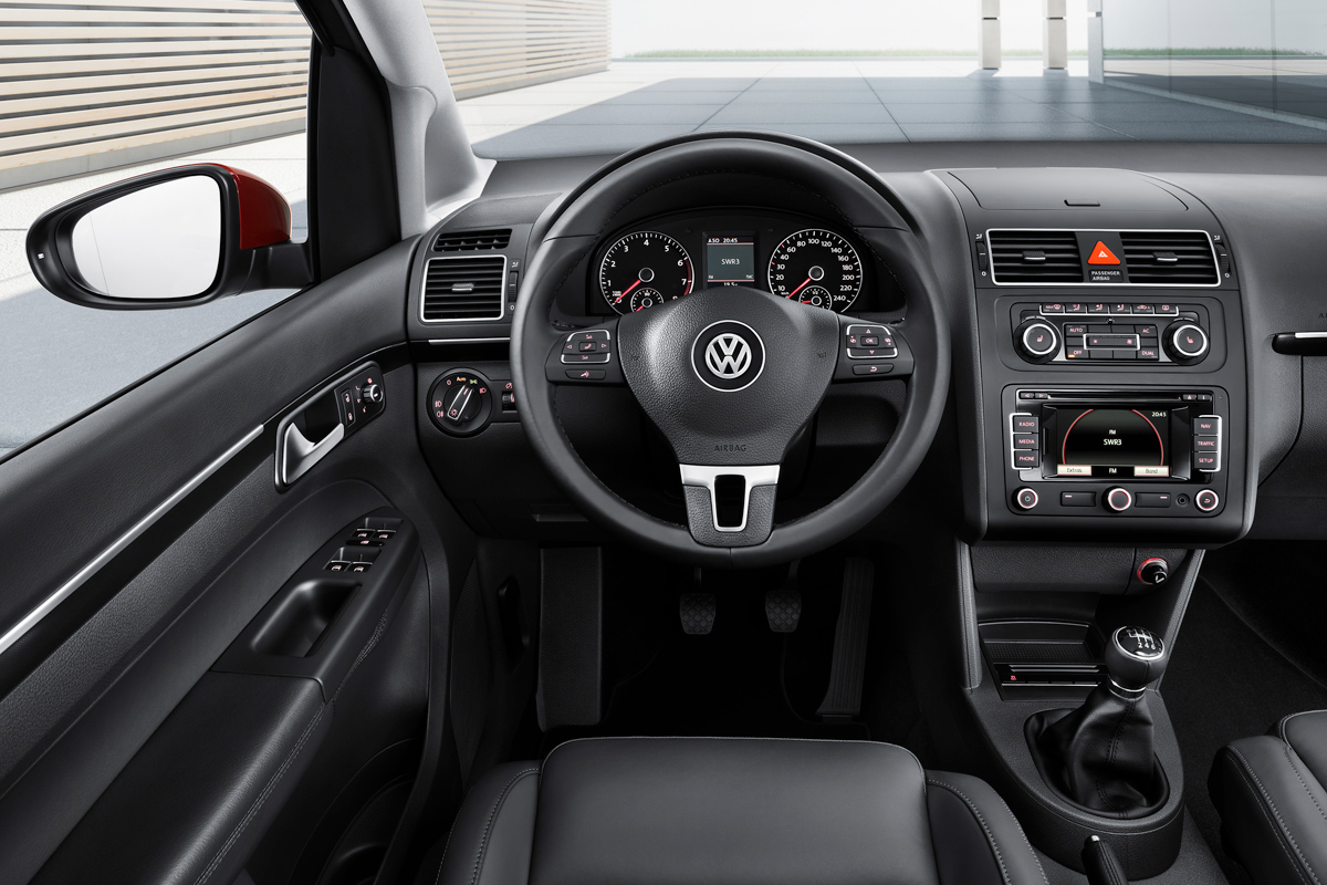 Volkswagen Touran 2010 vista del salpicadero