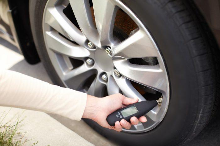 C mo llevar los neum ticos con la presi n correcta - Asegurar coche un mes ...