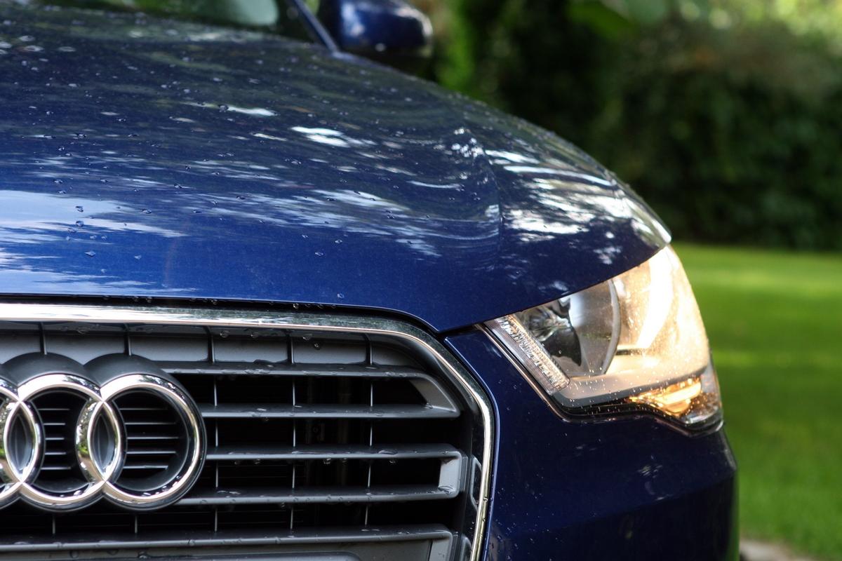 Luces y parrila Audi A1