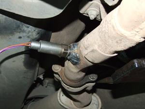 sonda-lambda-conectada-al-tubo-de-escape