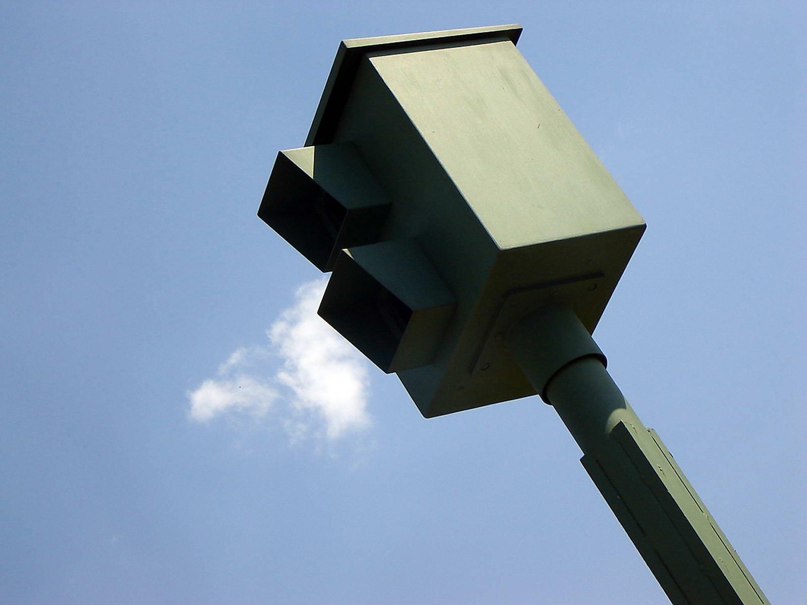 Los riesgos de intentar quemar un radar de velocidad