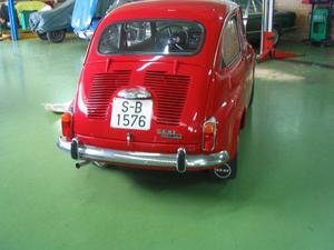Trasera del SEAT 600 L Especial.