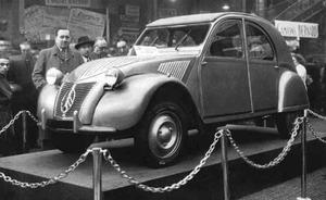 Exposición del Citroën 2CV.
