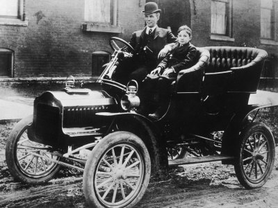 henry ford model t essay Free essay / term paper: henry ford and the model t henry ford was not the inventor of the assembly line or the automobile but he was the sole person responsible for.