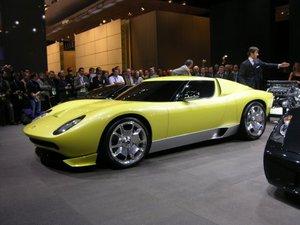 Sobre estas líneas el Lamborghini Miura.