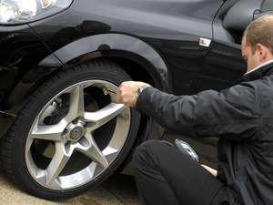 La mitad de los vehículos circulan con una presión incorrecta