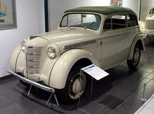 El primer modelo Opel Kadett (1936).