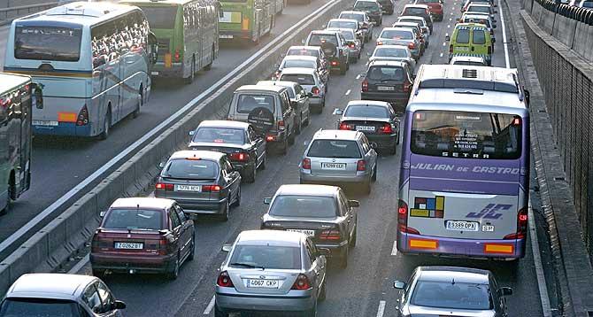 El juego de las palabras encadenadas-http://noticias.coches.com/wp-content/uploads/2010/12/atasco.jpg