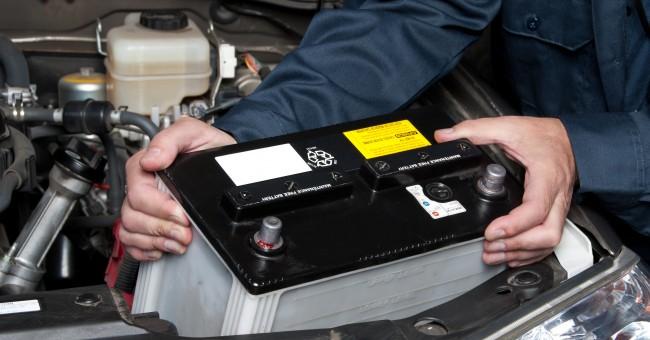 cambiar-la-bateria-del-automovil