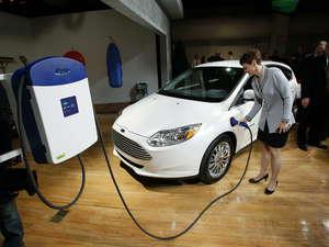 """Algunos """"inconvenientes"""" para los consumidores son el rendimiento o la recarga de los vehículos eléctricos"""