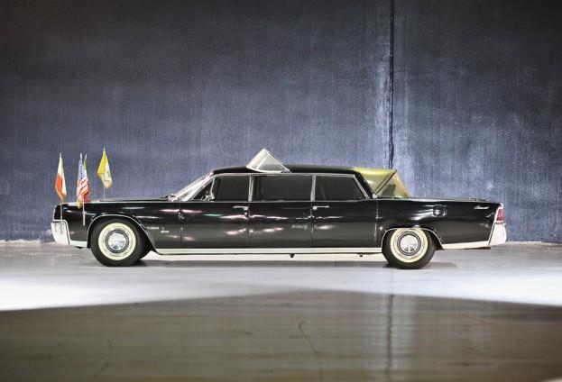 1964-Lincoln-Continental-Popemobile