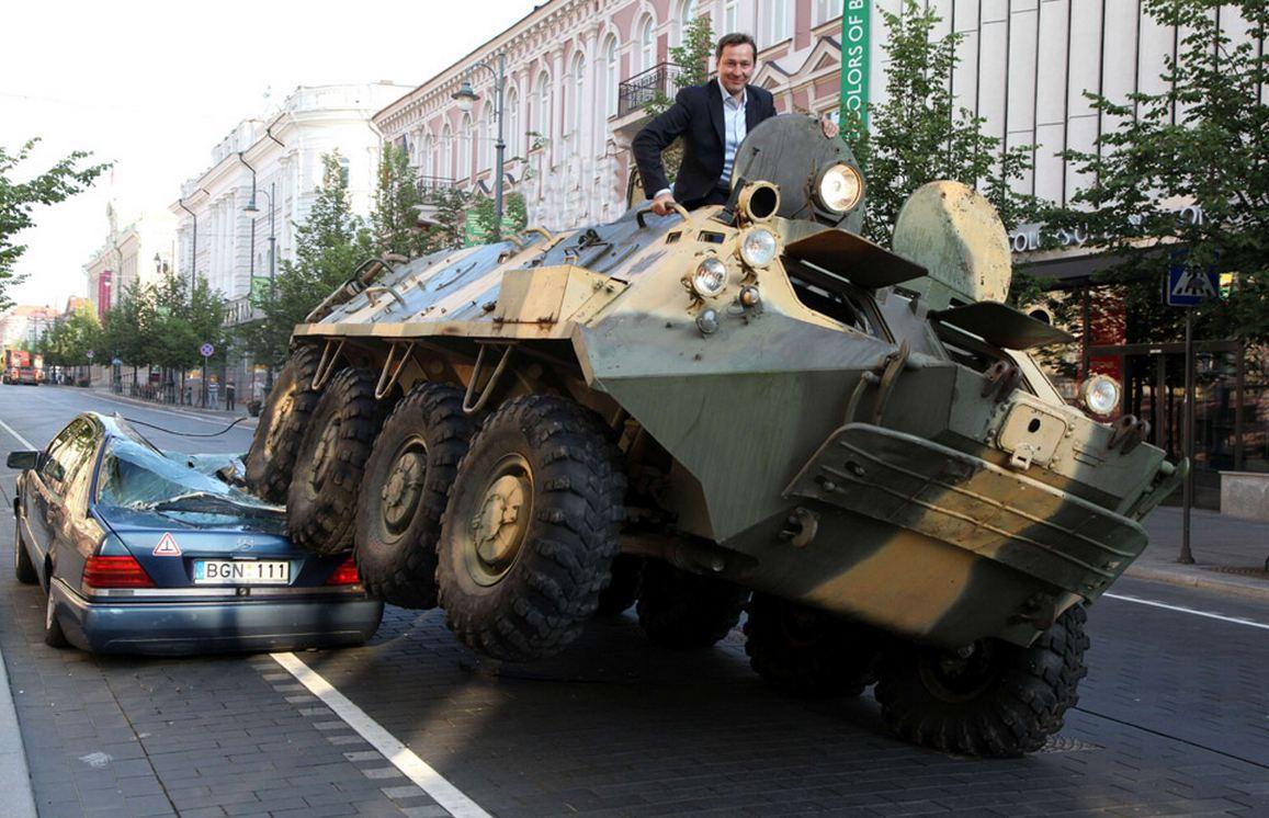 alcalde_aparcar_tanque