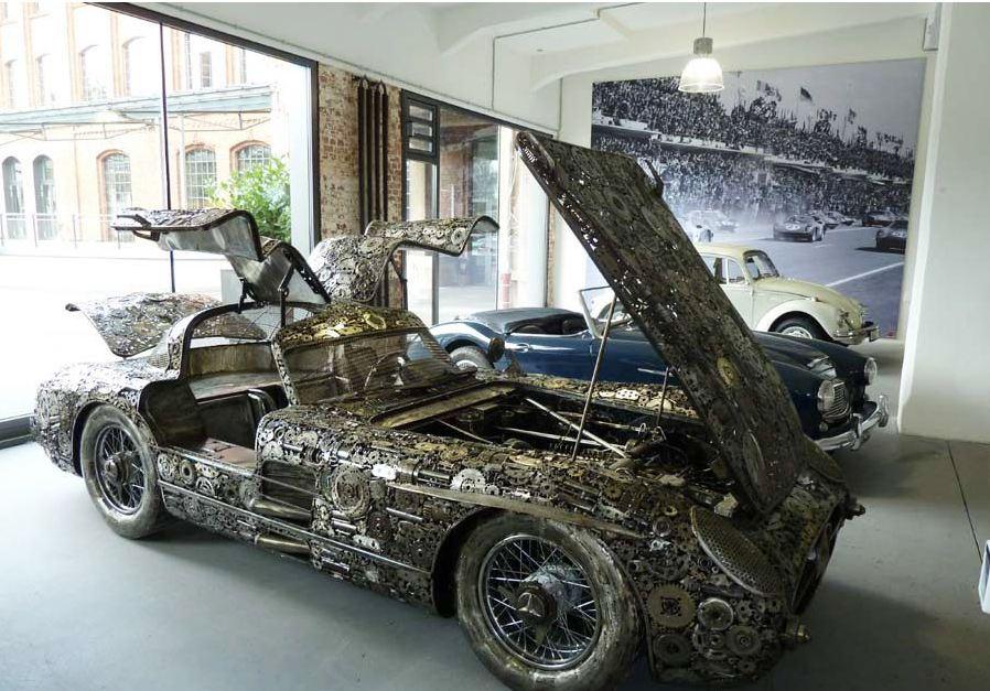 El Mercedes 300 Slr Hecho Con 10 000 Piezas De Metal Reciclado