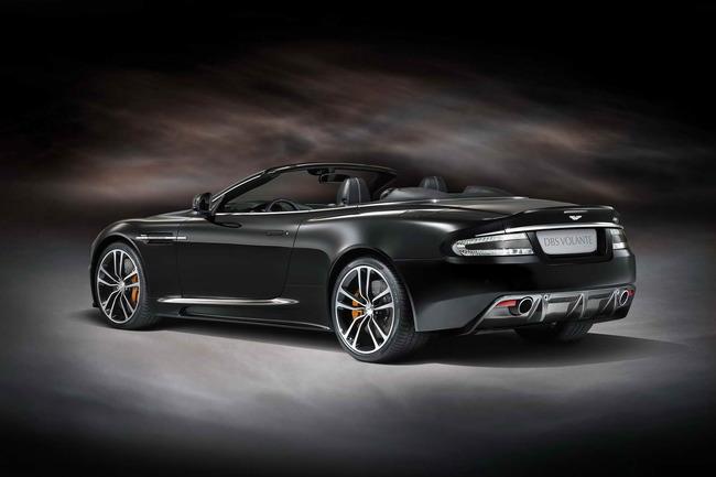 Vista trasera del Aston Martin DBS Carbon Edition Volante