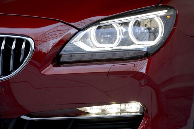 Es el primer automóvil de BMW que usa luces LED autoadaptables
