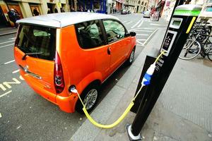 """El coche eléctrico, como dirían en el colegio, """"no progresa adecuadamente""""..."""