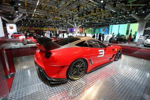El Ferrari 599XX Evolution Pack cuenta con una avanzada aerodinámica con un alerón trasero activo