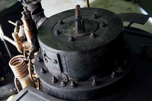 La caldera vertical estaba situada por delante del piloto y rodeada por un bunker...