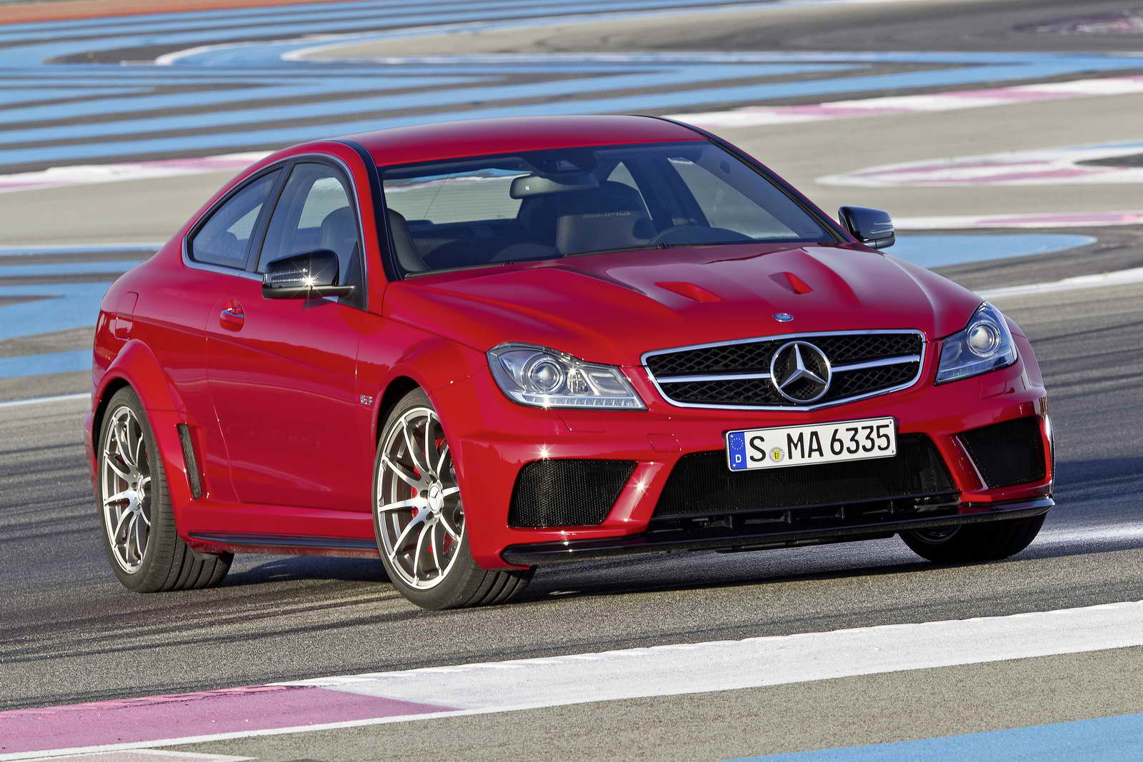 Mercedes_Benz_C_63_AMG_Coupe_Black_Series_01