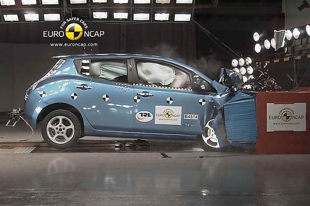 Nissan_LEAF_Front_01
