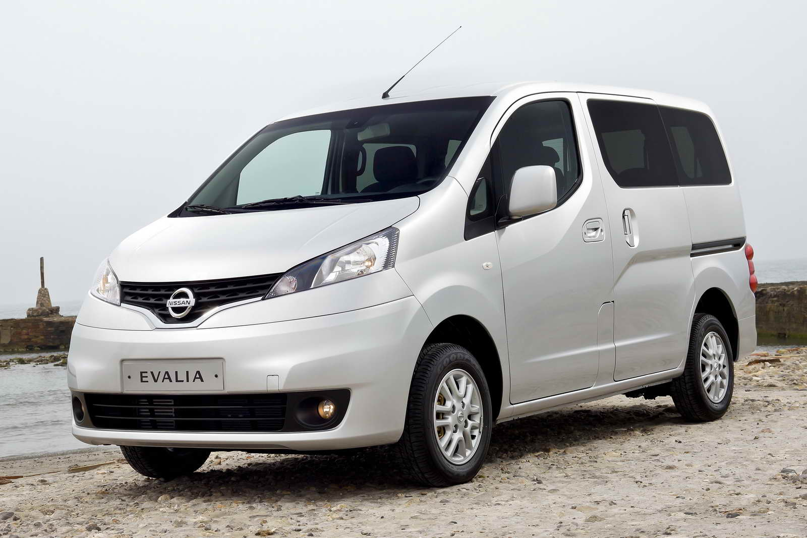Nissan nv200 evalia images de voitures for Garage nissan utilitaire