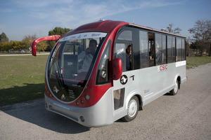 El autobus durante un momento de la prueba dinámica