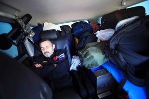 Los expedicionarios se alternaban en turnos de conducción de cinco horas cada uno, tanto de día como de noche