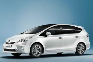...junto con el Toyota Prius +