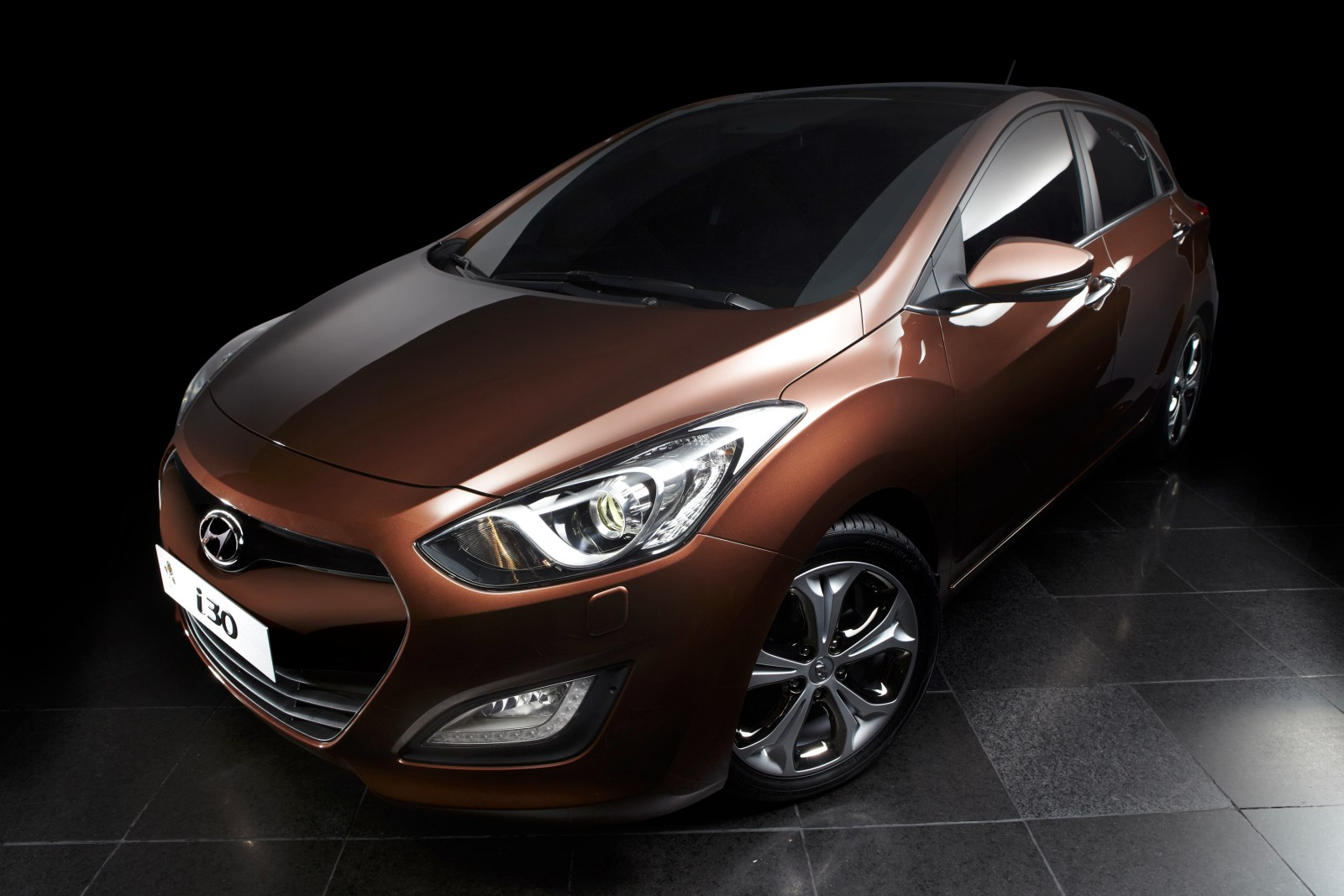 el nuevo hyundai i30 llega en plan emocional. Black Bedroom Furniture Sets. Home Design Ideas