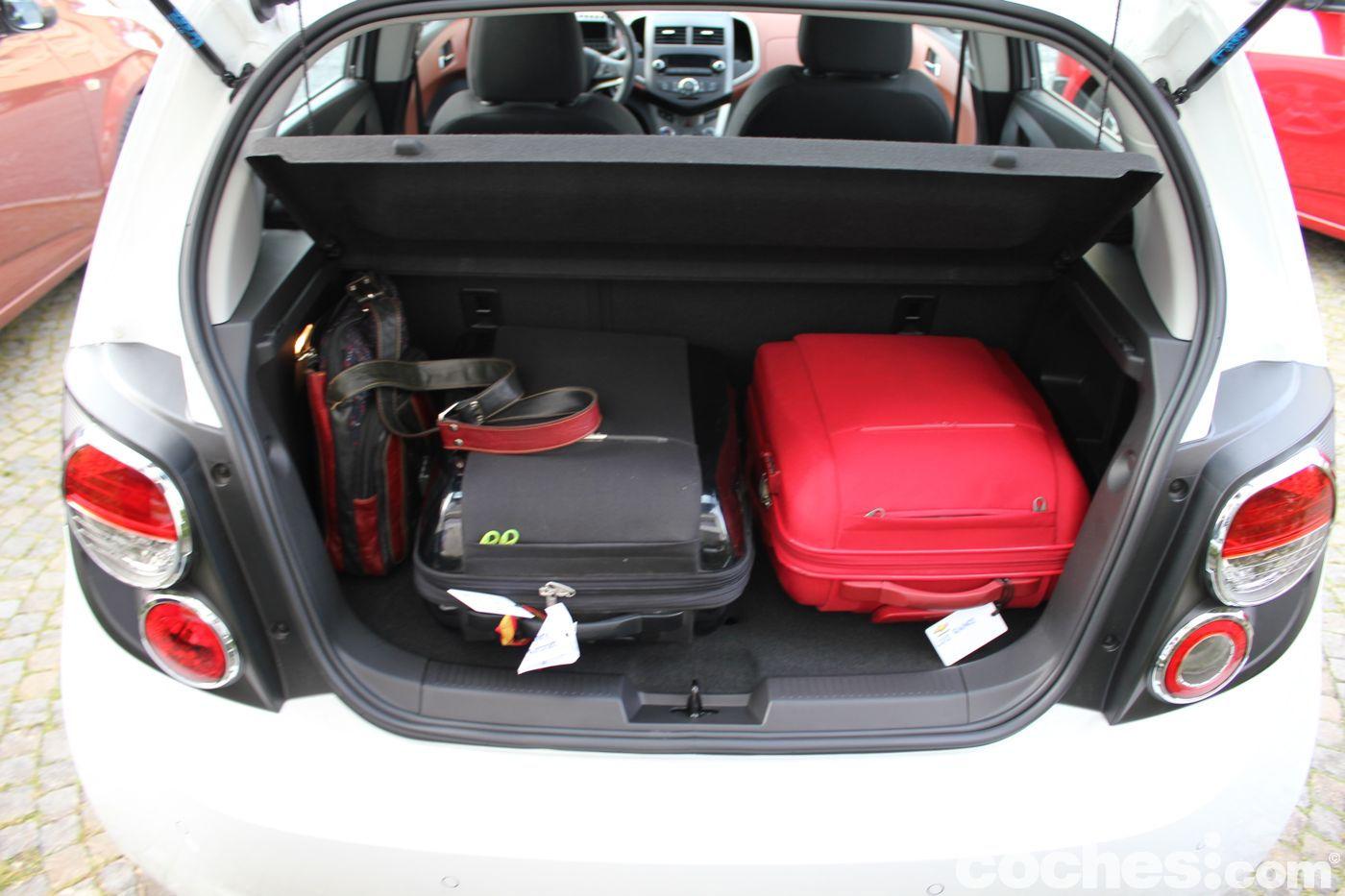 Prueba contacto chevrolet aveo 1 3 di sel de 95 cv - Poner luz interior coche ...