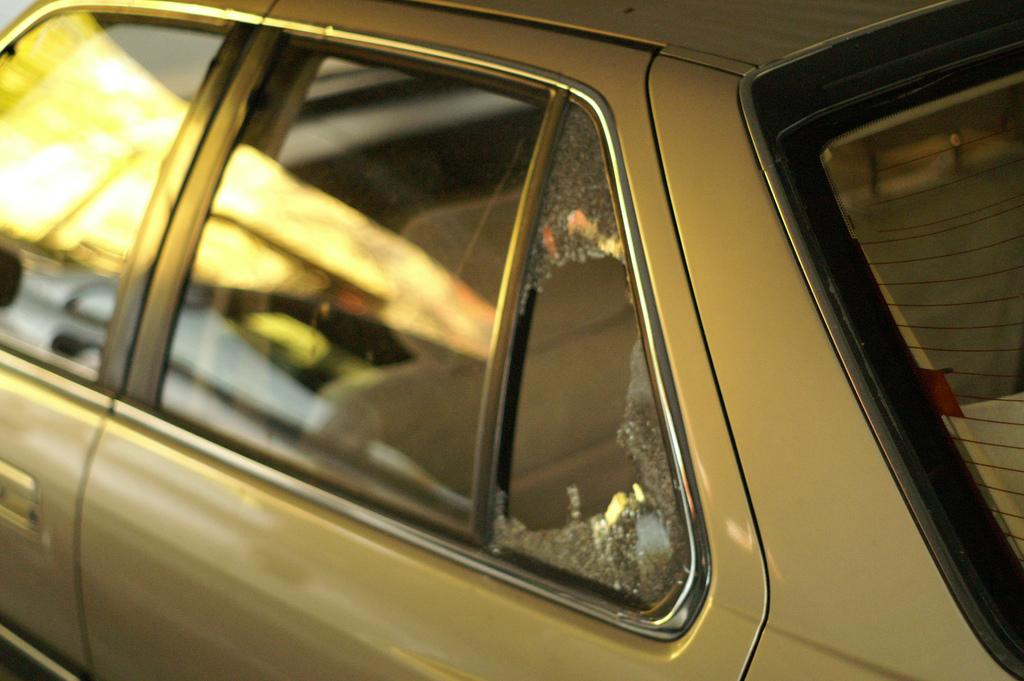 robo coche ventanilla rota